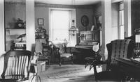 Parlor interior at Locust Knoll Farm