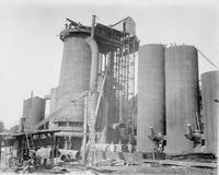 Construction of first furnace at Southern States Coal works, Iron & Land Company (South Pittsburgh, Tenn.)