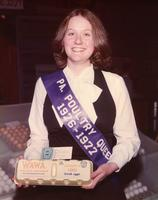 1976-1977 Pennsylvania Poultry Queen holding carton of first prize-winning Wawa eggs