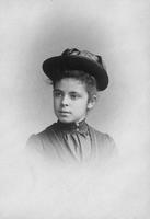 Alice Belin du Pont as a child