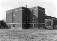 Side and rear exterior view of the 1935 addition to Caesar Rodney School